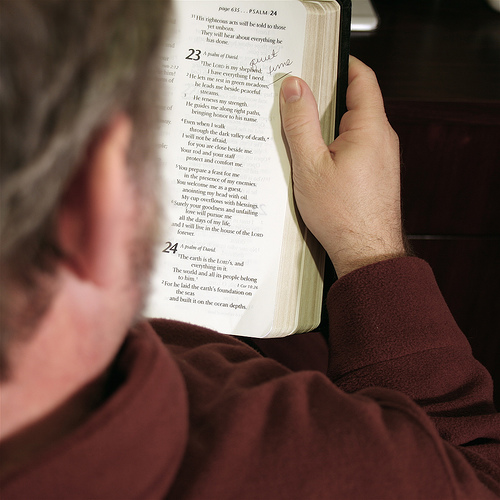 Reading the Bible / photo credit: Tojosan via photopin cc