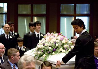 Sono's sons bearing her casket